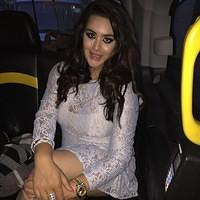 Sanjay dutt daughter Trishala traveling in bus